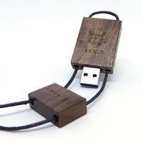 Dřevěný skautský USB flash disk tmavý