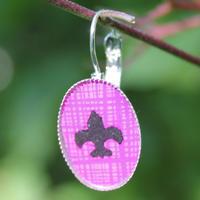 Skautské náušnice pryskyřice oválné fialové