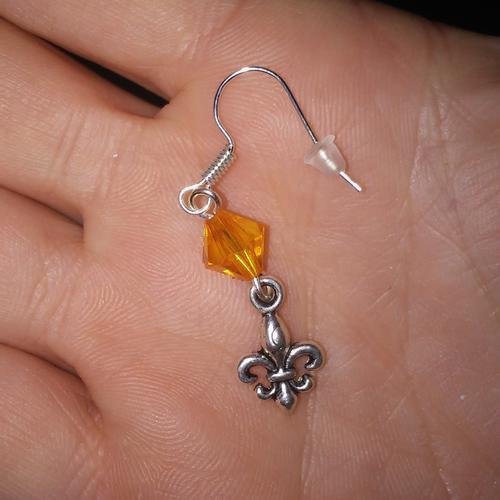Skautské náušnice malá lilie korálek oranžový - 1