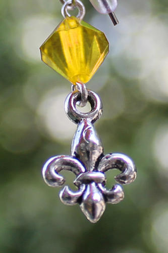 Skautské náušnice malá lilie korálek žlutý - 1