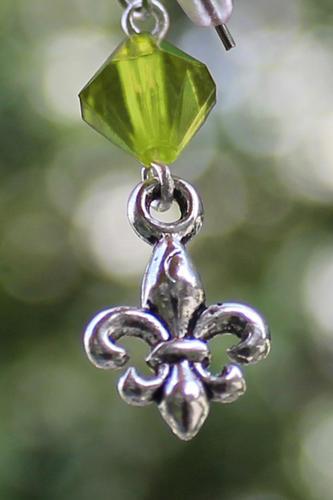 Skautské náušnice malá lilie korálek zelený - 1