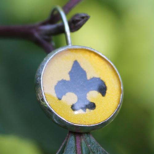 Skautské náušnice pryskyřice kulaté malé žluté