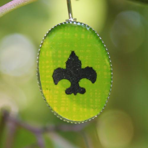 Skautské náušnice pryskyřice oválné zelené
