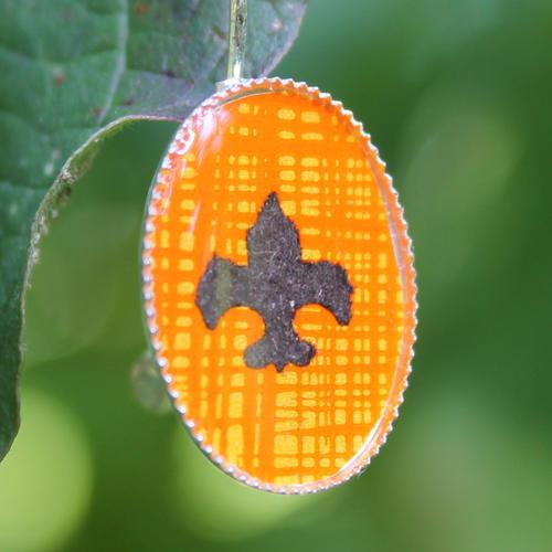 Skautské náušnice pryskyřice oválné oranžové
