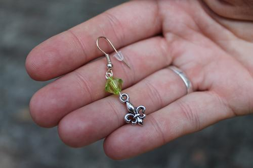 Skautské náušnice malá lilie korálek zelený - 2