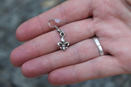 Skautské náušnice malá lilie - 2